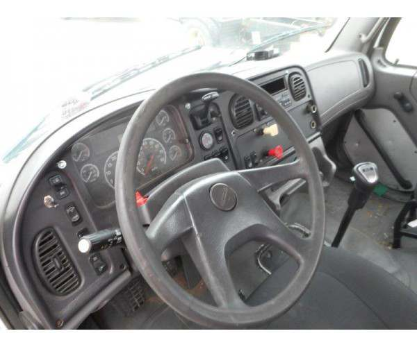 2005 Freightliner M2 Day Cab 2