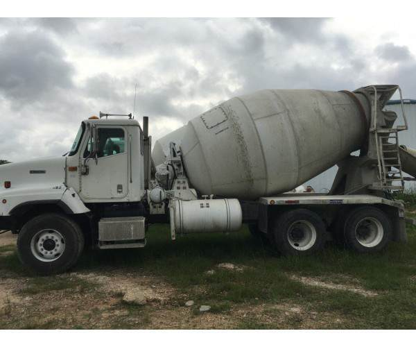 2001 International Mixers 5600i