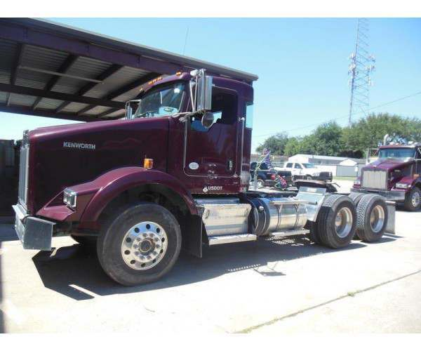2013 Kenworth T800 Day Cab