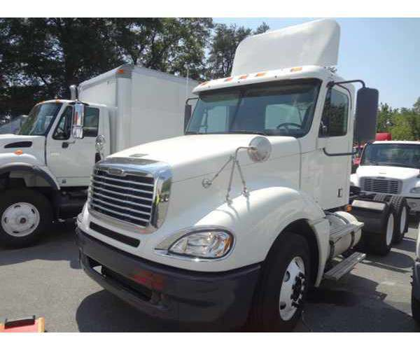 2008 Freightliner Columbia Day Cab3
