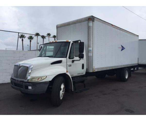 2006 International 4300 Box Truck 2