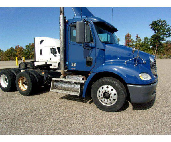 2011 Freightliner Columbia Day Cab 3