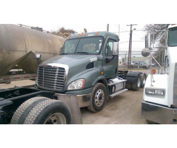 2012 Freightliner Cascadia Day Cab 4