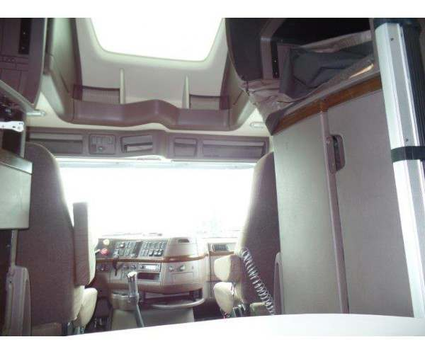 2013 Volvo VNL 780 1