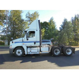 2010 Freightliner Cascadia Day Cab in ID