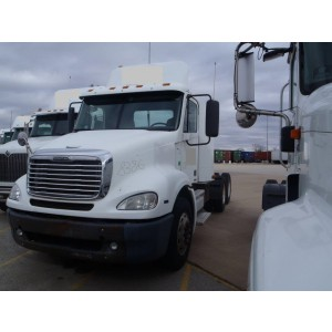 2008 Freightliner Columbia Day Cab in IL