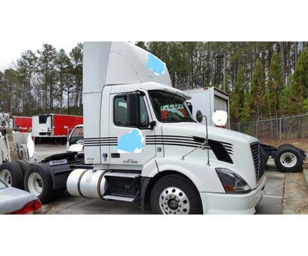 2009 Volvo VNL 300 Day Cab1