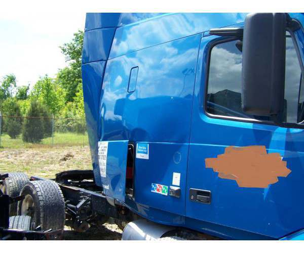 2012 Volvo VNL 630 after accident pictures