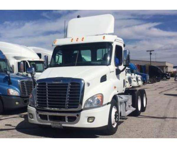 2011 Freightliner Cascadia Day Cab 7