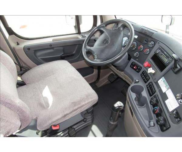 2013 Freightliner Cascadia Day Cab11