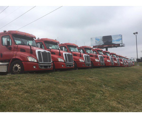 2014 Freightliner Cascadia Day Cab 1