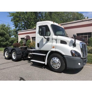 2015 Freightliner Cascadia Day Cab in MA