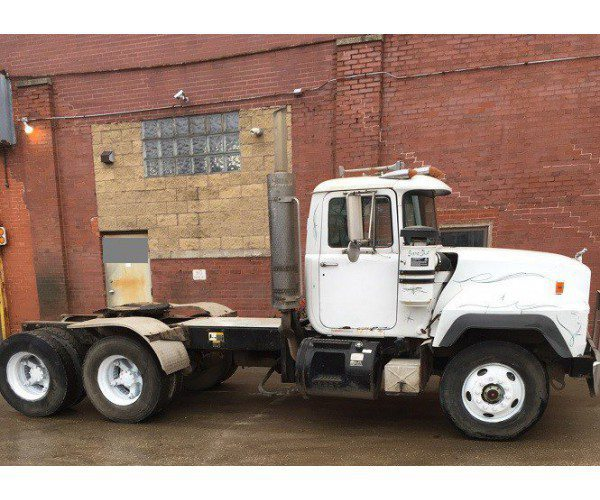 1995 Mack RD688S Day Cab 8