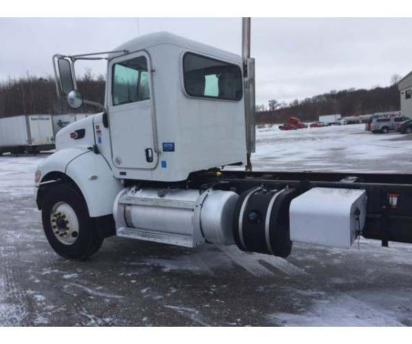 2012 Peterbilt 348 Day Cab 3