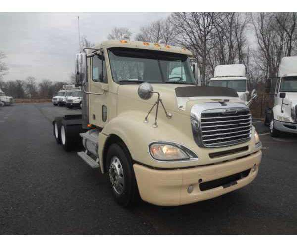2010 Freightliner Columbia Day Cab in OH