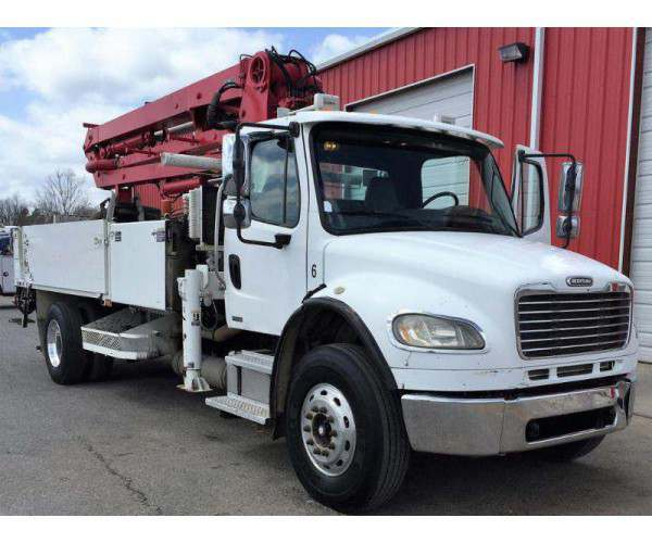 2004 Freightliner M2 Utility Truck1