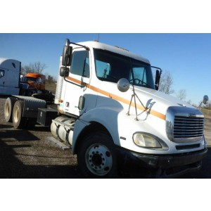 2004 Freightliner Columbia Day Cab