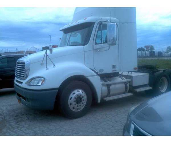 2009 Freightliner Columbia Daycabs 2