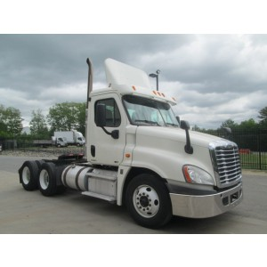 2012 Freightliner Cascadia Day Cab