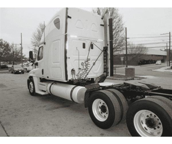 2011 Freightliner Cascadia 2