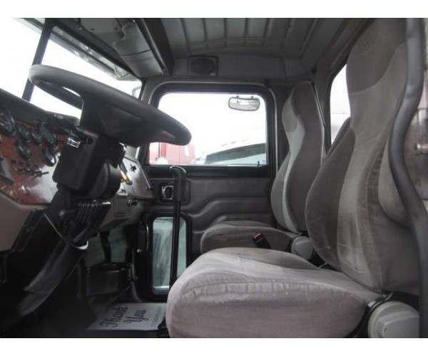 2005 Peterbilt 335 Day Cab 7