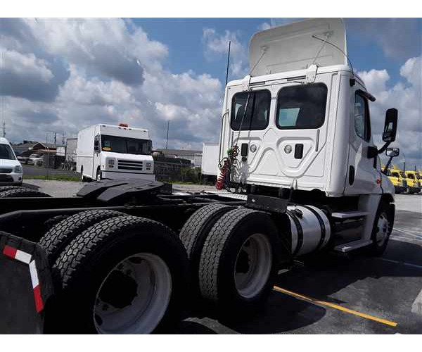 2011/12/13/14 Freightliner Cascadia Day Cab in KY