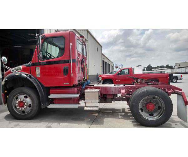 2005 Freightliner M2 Day Cab 4