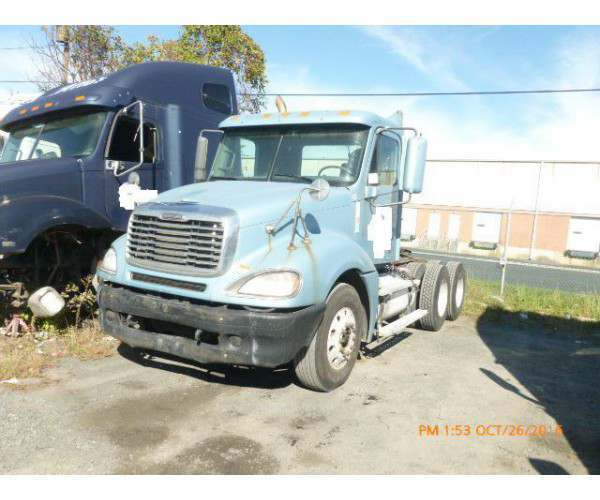 2003 Freightliner Columbia Day Cab 4