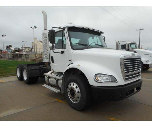 2005 Freightliner M2 Day Cab 9