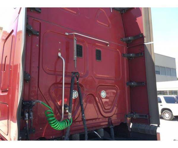 2014 Freightliner Cascadia 2