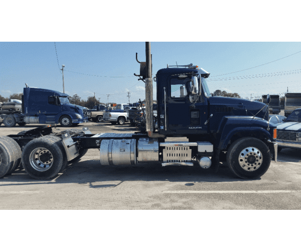 2013 Mack CHU613 Day Cab 2