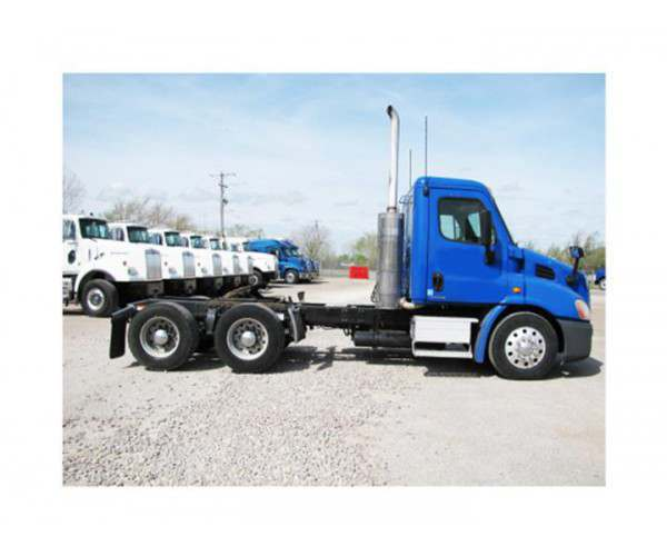 2010 Freightliner Cascadia Day Cab with Detroit DD13