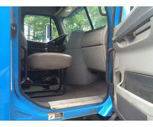 2009 Freightliner Columbia Day Cab 3