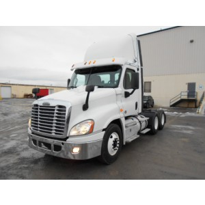 2013 Freightliner Cascadia Day Cab in NJ