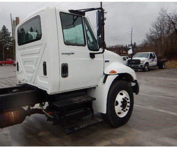 2013 International 4300 Day Cab