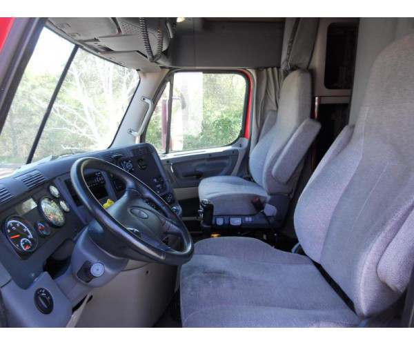 2015 Freightliner Cascadia Evo sleeper in Texas, wholesale truck deal, ncl trucks