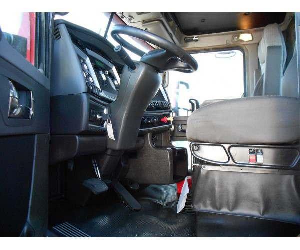 2013 Kenworth T660 Day Cab 2