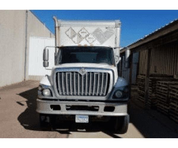 2009 International 7500 Dry Van Truck 1