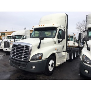 2015 Freightliner Cascadia Day Cab in IL