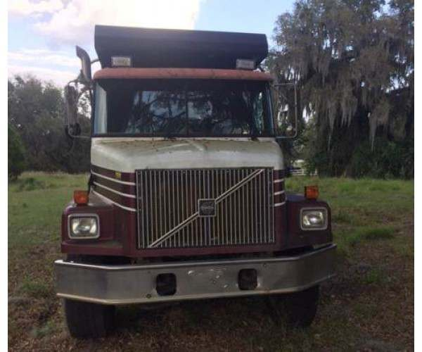 1999 Volvo WG64 Dump Truck 8