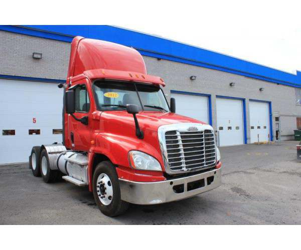 2012 Freightliner Cascadia Day Cab in Canada