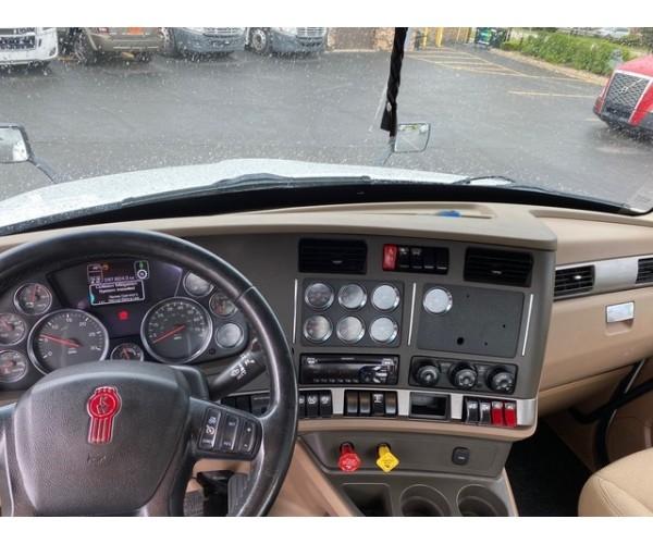 2019 Kenworth T680 Day Cab