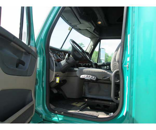 2008 Freightliner Cascadia in ME