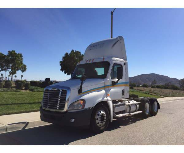 2009 Freightliner Cascadia Day Cab 6