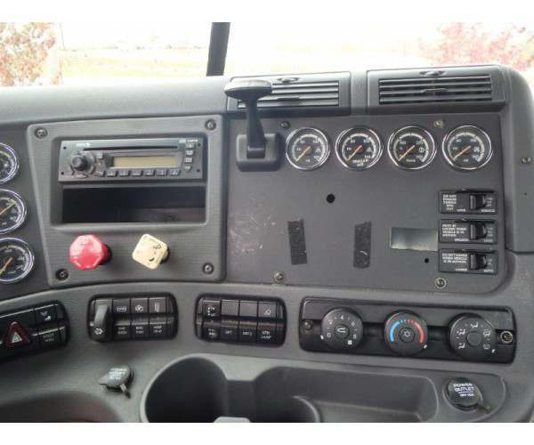 2010 Freightliner Cascadia Day Cab 3