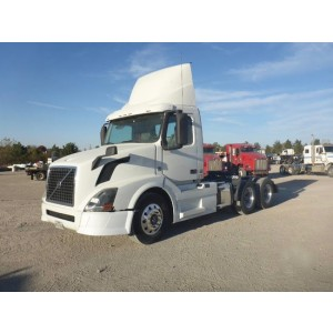 2015 Volvo VNL 300 Day Cab