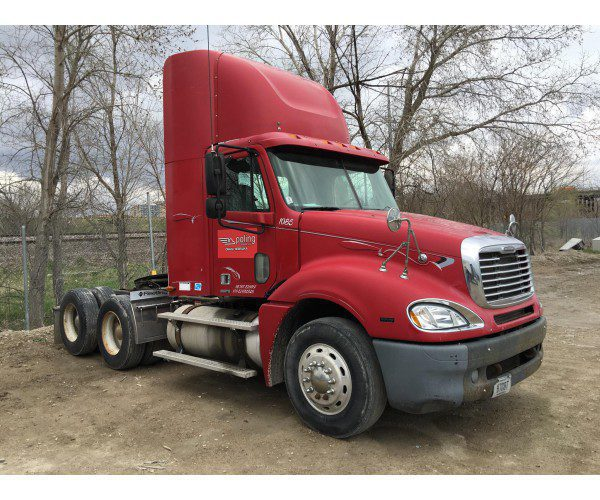 2005 Freightliner CL120 Day Cab