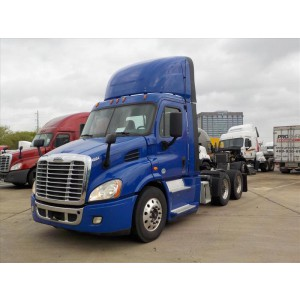 2015 Freightliner Cascadia Day Cab in TX
