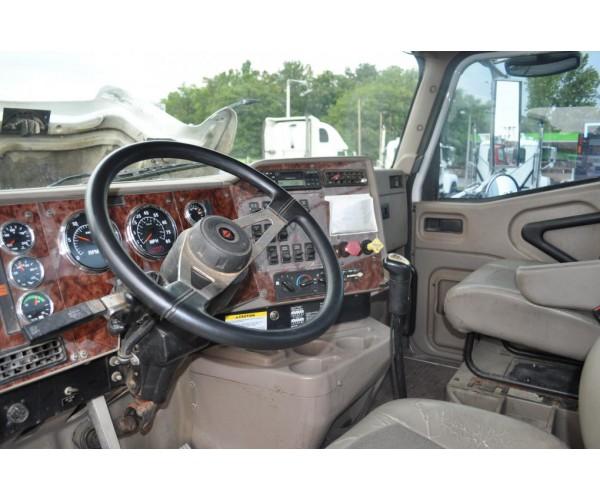 2006 International 9200 Day Cab in TN