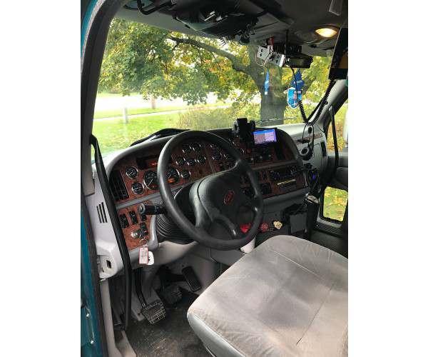 2010 Peterbilt 387 interior